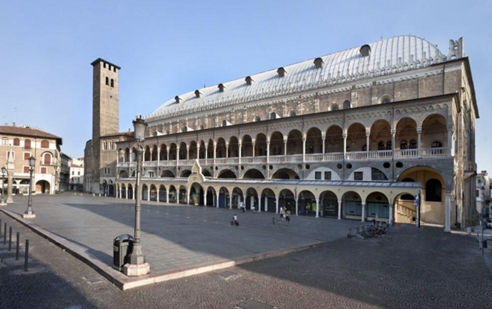 piazza-della-frutta-padova-italy-2